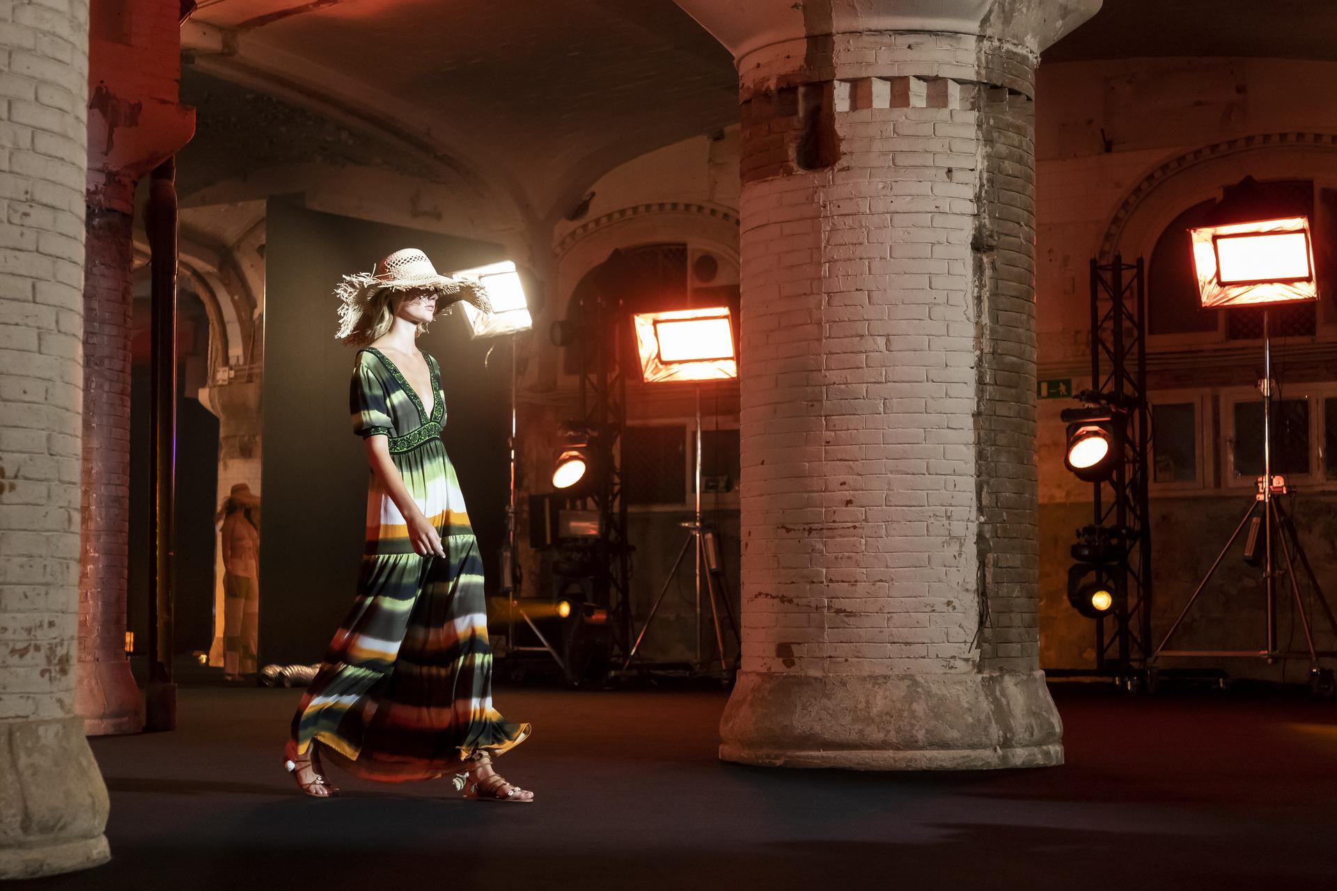 Escorpion%20ambient 1155 - Segunda sesión de la pasarela digital 080 Barcelona Fashion
